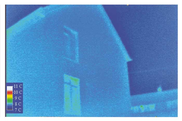 thermal image showing ecotek house with no cold bridges